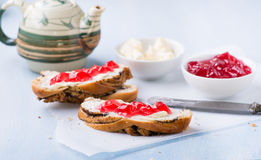Sandwiches with fresh red currant jam Royalty Free Stock Images