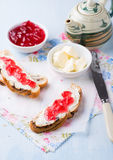 Sandwiches with fresh red currant jam Royalty Free Stock Photography