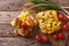 Sandwiches with fried eggs, bacon and tomatoes close-up horizont Stock Photos