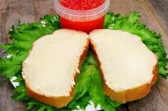 Sandwiches met boter op een plaat Stock Foto's
