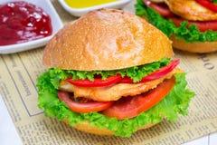 Sandwiches met de filet van de braadstukkip Stock Foto