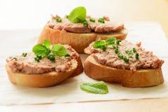 Sandwiches met deeg en groene uien Royalty-vrije Stock Afbeelding