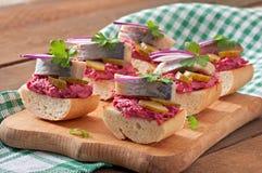 Sandwiches met haringen royalty-vrije stock afbeelding