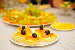 Sandwiches met olijven en citroen Stock Foto's