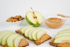 Sandwiches met pindakaas en een appel Royalty-vrije Stock Afbeeldingen