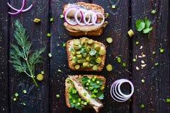 Sandwiches met vissen op een achtergrond Stock Foto's