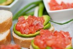 Sandwiches met zalm en avocado Stock Afbeelding