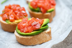 Sandwiches met zalm en avocado Stock Fotografie