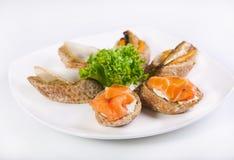 Sandwiches met zalm en heilbot Royalty-vrije Stock Afbeelding