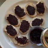 Sandwiches met zwarte kaviaar Royalty-vrije Stock Foto's