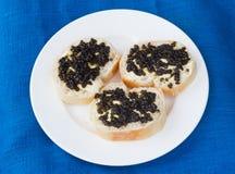 3 sandwiches met zwarte kaviaar Royalty-vrije Stock Foto's