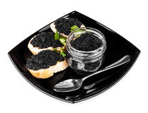 Sandwiches met zwarte kaviaar op donkere plaat Stock Foto