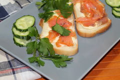 Sandwiches van wit brood met rode vissen en boter Royalty-vrije Stock Fotografie