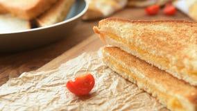Sandwiches voor ontbijt met mozarella stock footage