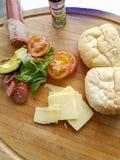 Sandwichingrediënten aan boord van klaar te maken Royalty-vrije Stock Afbeeldingen