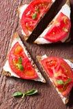 Sandwichs à été avec la tomate et le basilic Images libres de droits