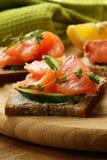 Sandwichs à Canape avec des saumons Photos libres de droits