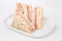 Sandwichs à club avec du jambon et le fromage images stock