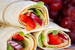 Sandwichs à enveloppe avec des raisins Images libres de droits
