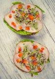 Sandwichs avec des pousses de laitue, de jambon et de brocoli Photo libre de droits