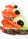 Sandwichs avec des saumons Photos libres de droits