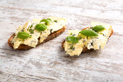 Sandwichs avec du fromage de roquefort Image stock