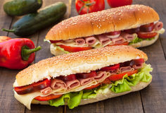 Sandwichs avec du jambon et le fromage Photo stock