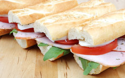 Sandwichs avec du jambon et le mozzarella de tomate Photo libre de droits