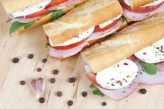 Sandwichs avec du jambon et le mozzarella de tomate Photos stock