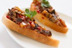 Sandwichs avec le caviar d'aubergine Images stock