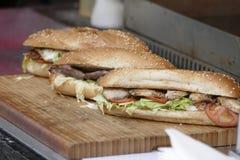 Sandwichs frais avec les légumes et la viande image libre de droits