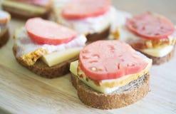Sandwichs sur un conseil Image libre de droits