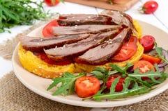 Sandwichs utiles : sein d'oie sur le pain de potiron images stock