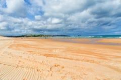 Sandy a abandonné la plage Image stock