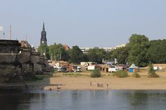 Sandy Bank del fiume Elba a Dresda Germania immagine stock