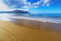 Sandy Beach With Blue Sky i Kreta, Grekland Royaltyfria Foton