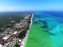 Sandy Beach branco da ilha de Zanzibar fotografia de stock royalty free