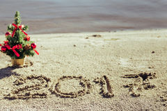 Sandy Beach Concepto del Año Nuevo Imagen de archivo libre de regalías