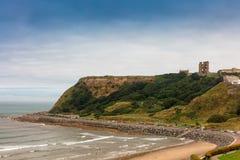 Sandy Beach da baía norte em Scarborough, North Yorkshire fotos de stock royalty free