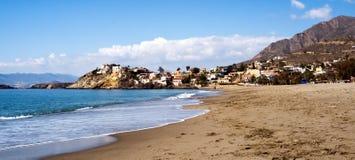 Sandy Beach em Múrcia com a montanha no fundo fotografia de stock royalty free