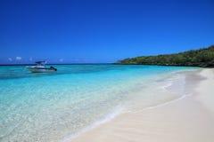 Sandy Beach Gee na ilha na lagoa de Ouvea, ilhas de lealdade, Nova Caled?nia fotografia de stock royalty free