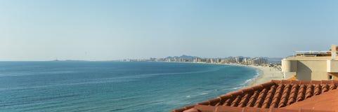 Sandy Beach Line i La Manga del Mar Menor Royaltyfria Foton