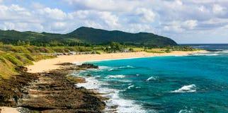 Sandy Beach más allá de rocas peligrosas, Oahu, Hawaii imágenes de archivo libres de regalías