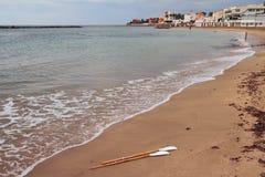 Sandy Beach no mar em outubro Santa Marinella, Itália foto de stock royalty free