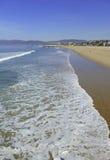 Sandy Beach och bränning nära Los Angeles i sydliga Kalifornien Arkivbild