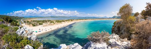 Sandy Beach tropical surpreendente de Voidokilia, Peloponnese imagens de stock