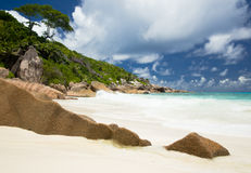 Sandy beach, typical granite rocks of Seychelles Stock Photo