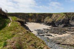 Sandy-Bucht Newtrain-Bucht Nord-Cornwall nahe Padstow und Newquay und auf dem Südwestküsten-Weg Lizenzfreie Stockfotografie