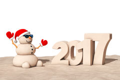 Sandy Christmas Snowman in Sunny Beach met 2017 Ney Year Sign Royalty-vrije Stock Foto