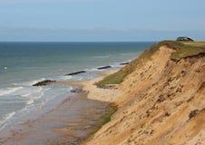 Sandy Cliff Landscape bij Oceaan en Huis dichtbij Rand Royalty-vrije Stock Fotografie